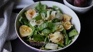 Фото рецепта Салат из шпината с инжиром