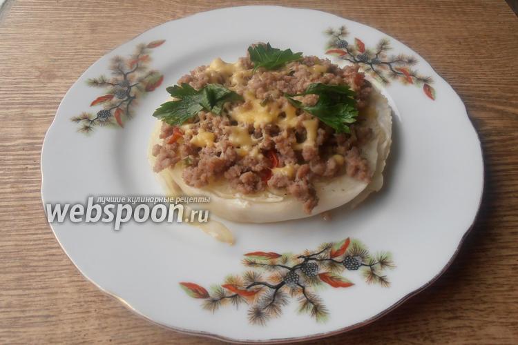 Фото Стейк из капусты с фаршем и сыром
