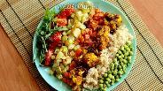 Фото рецепта Боул из цветной капусты с куркумой, рисом и овощами