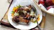 Фото рецепта Куриные спинки на сковороде с луком