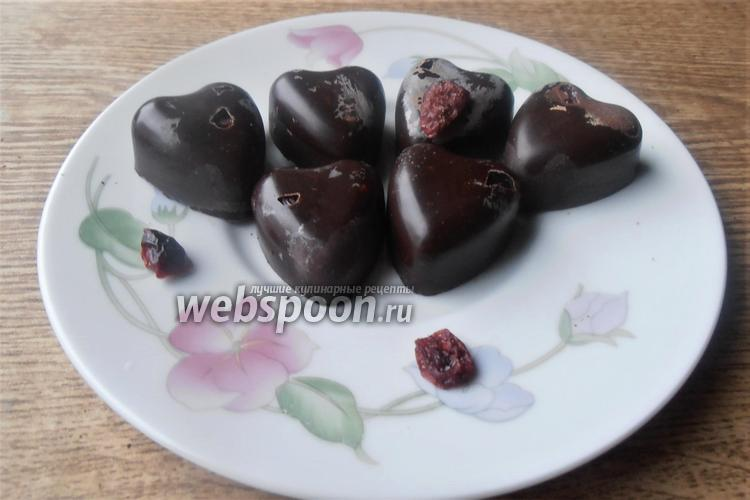 Фото Шоколадные конфеты с вяленой клюквой