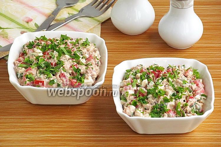 Фото Закусочный салат из консервированной рыбы