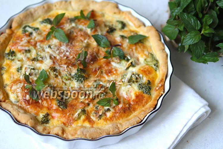 Фото Открытый пирог с пармезаном, слабо-солёной сёмгой и брокколи