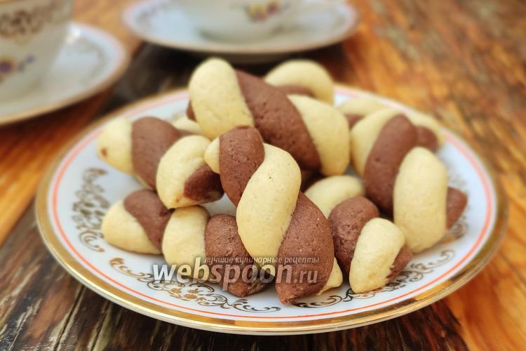 Фото Песочное шоколадно-ванильное печенье «Серпантин»