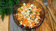 Фото рецепта Морковный салат с творогом и зеленью
