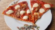Фото рецепта Кето пицца на курином корже с беконом и моцареллой без глютена