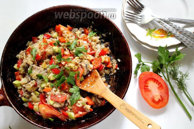 Фото Овощная паэлья с бурым рисом и консервированной рыбой