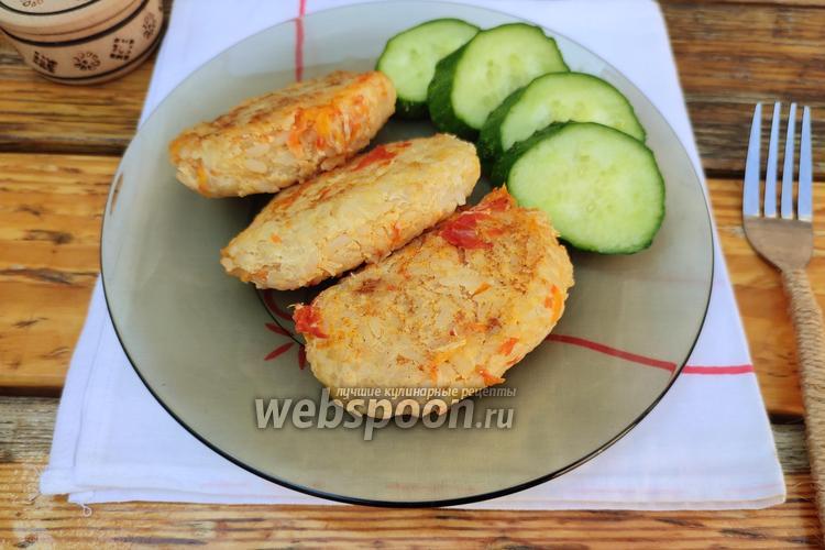Фото Тушёные ленивые голубцы с помидором, луком и морковью