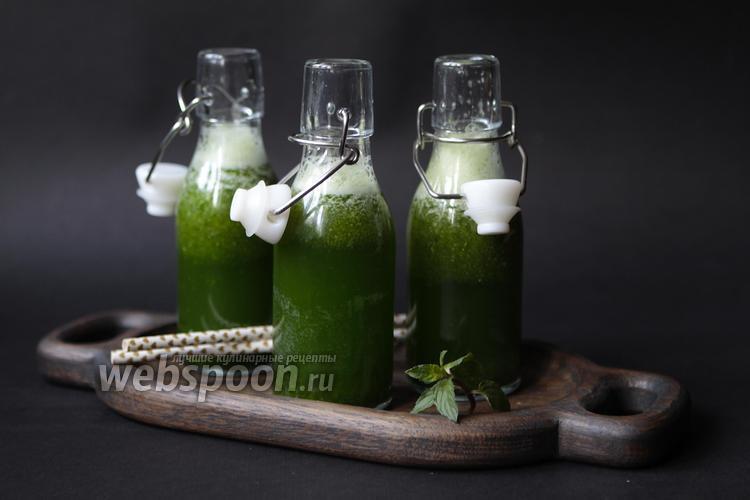 Фото Зелёный смузи с рукколой и огурцом
